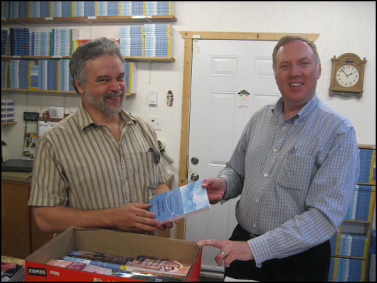 Wayne Macleod donates books for Dumisani